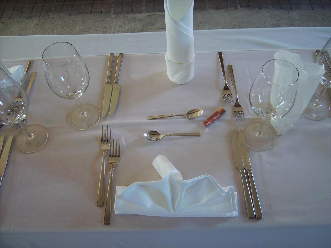 Aufbau und Vermietung von Partyzelten inklusive Dekoration