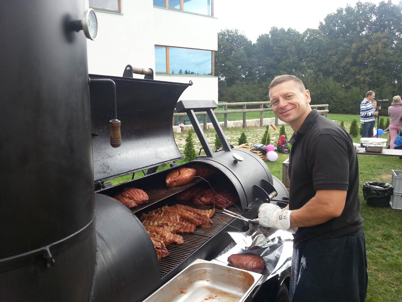 grillen mit smoker in n rnberg das besondere catering event. Black Bedroom Furniture Sets. Home Design Ideas