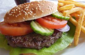 Hamburger mit Pommes von Grillmeister Pausch