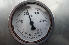 Grilltemperatur für das Grillen eines Spanferkels ca. 200 Grad