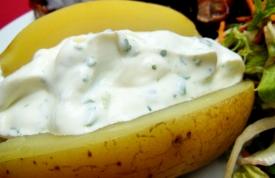 Folienkartoffel mit Kräuter-Quark Dip